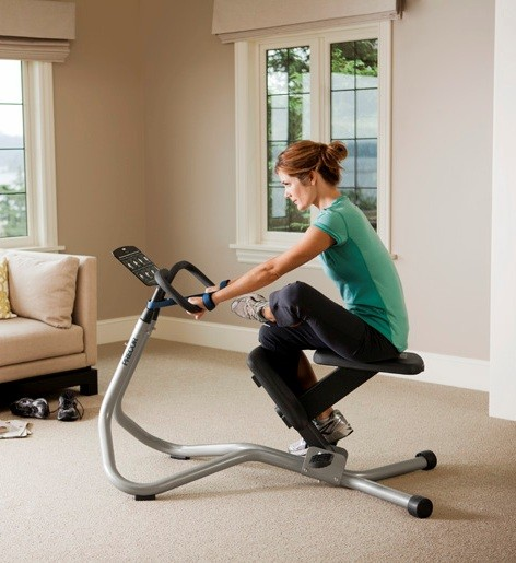 in-home_stretchtrainer_240i_female_demostrating_gluteals_hips_stretch_472x515.jpg
